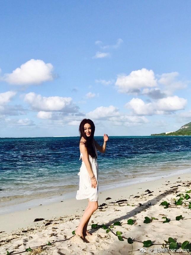 'Phan Kim Liên' Ôn Bích Hà mặc bikini khoe body nuột nà ở tuổi 52 ảnh 7
