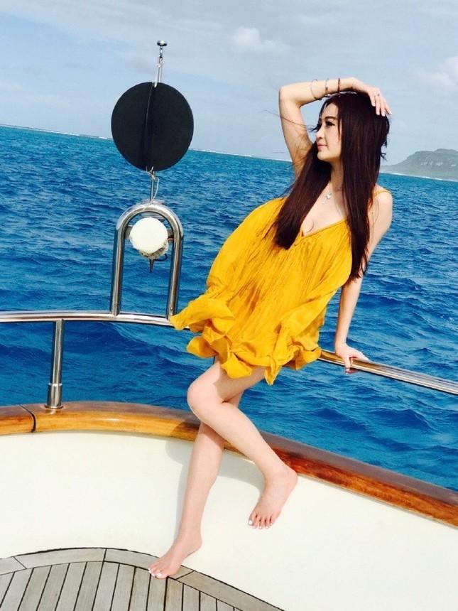 'Phan Kim Liên' Ôn Bích Hà mặc bikini khoe body nuột nà ở tuổi 52 ảnh 9