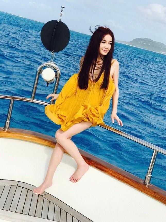 'Phan Kim Liên' Ôn Bích Hà mặc bikini khoe body nuột nà ở tuổi 52 ảnh 10