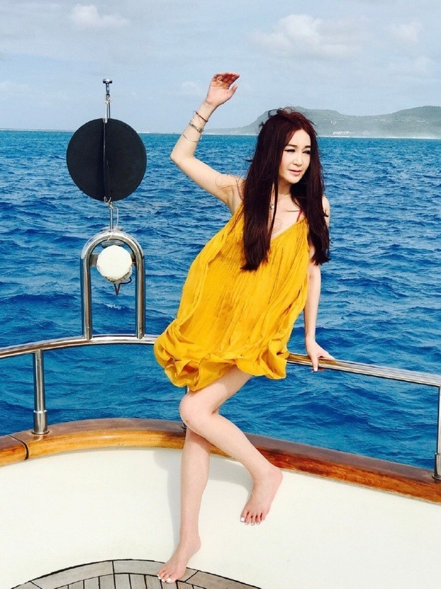 'Phan Kim Liên' Ôn Bích Hà mặc bikini khoe body nuột nà ở tuổi 52 ảnh 11