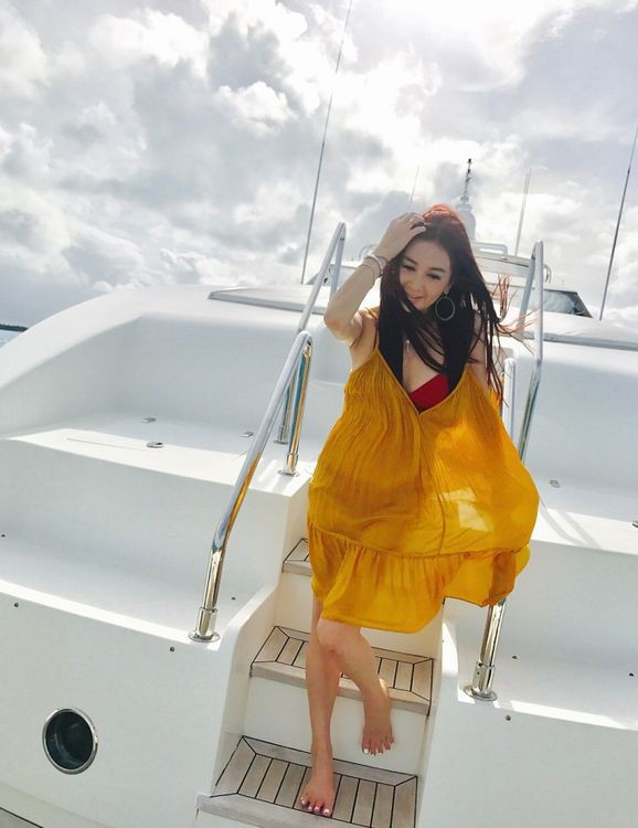 'Phan Kim Liên' Ôn Bích Hà mặc bikini khoe body nuột nà ở tuổi 52 ảnh 13