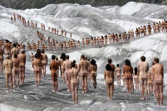 100 người khỏa thân trước trụ sở Facebook phản đối kiểm duyệt ảnh nude ảnh 1