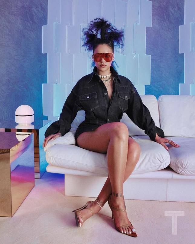 Đường cong 'bỏng rẫy' của nữ ca sĩ giàu nhất thế giới, vượt cả Madonna ảnh 3