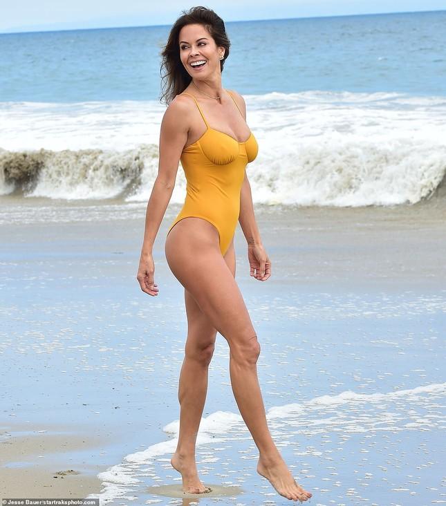 Vóc dáng 'vạn người mê' của cựu mẫu Playboy ở tuổi U50 ảnh 1