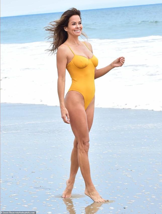 Vóc dáng 'vạn người mê' của cựu mẫu Playboy ở tuổi U50 ảnh 3