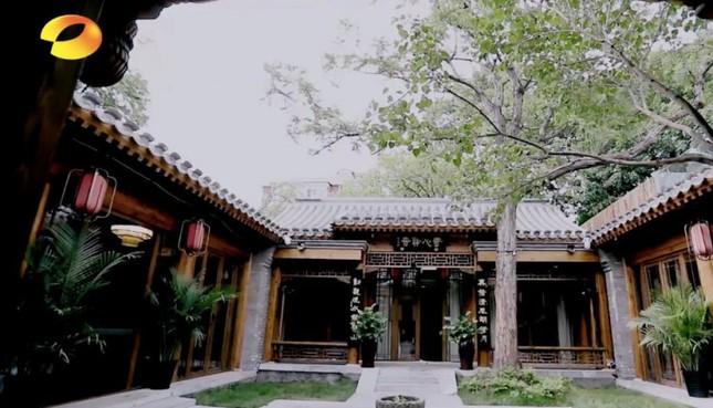 Choáng với gia tài đồ cổ và căn nhà hàng ngàn tỷ của 'Hòa Thân' Vương Cương ảnh 1