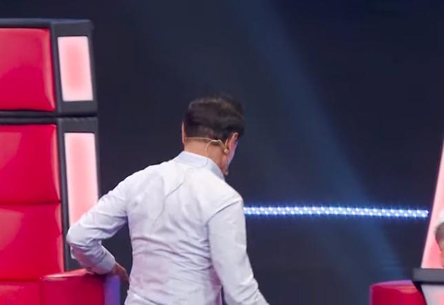 Vì sao Tuấn Ngọc, Tuấn Hưng tức giận rời ghế nóng The Voice? ảnh 5