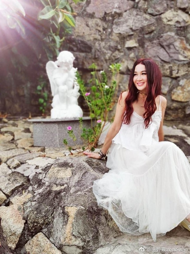 Khoe ảnh du lịch Nha Trang, 'Đát Kỷ đẹp nhất màn ảnh' trẻ trung bất ngờ tuổi U60 ảnh 5