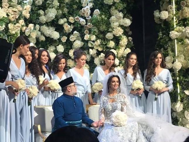 Ly hôn cựu vương Malaysia, Hoa hậu Moscow chật vật chăm con, dân mạng 'bủa vây' ảnh 3