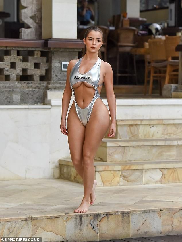 'Siêu vòng ba' nước Anh thiêu đốt mọi ánh nhìn với bikini cut-out táo bạo ảnh 5