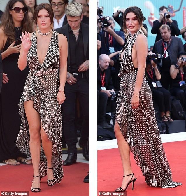 Bella Thorne diện đầm xuyên thấu, 'thả rông' vòng một trên thảm đỏ LHP Venice ảnh 4