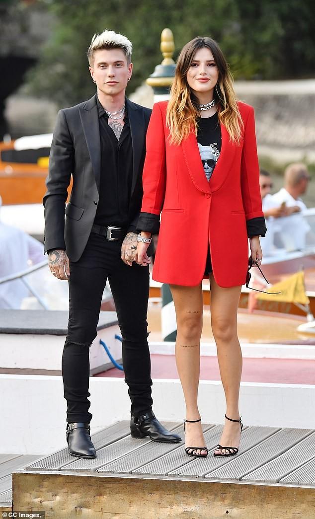 Bella Thorne diện đầm xuyên thấu, 'thả rông' vòng một trên thảm đỏ LHP Venice ảnh 6