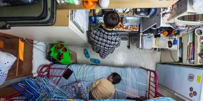 Vợ chồng trẻ ở Hồng Kông: Kết hôn, sinh con rồi nhà ai người đó ở ảnh 1