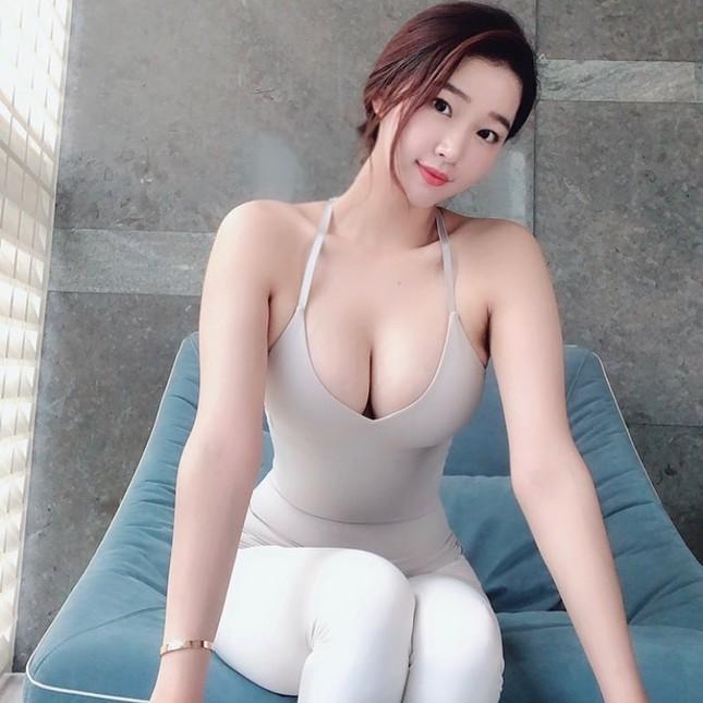 Đường cong gây chao đảo của 'Hoa hậu siêu vòng ba' Trung Quốc ảnh 12