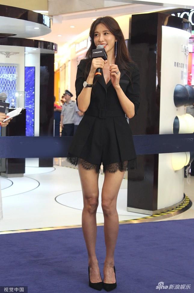 Lâm Chí Linh trẻ đẹp tuổi 44, khoe chân dài trứ danh 'náo loạn' sự kiện ảnh 5