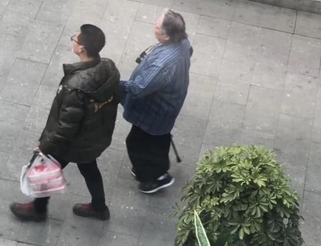 Sao võ thuật Hồng Kim Bảo sức khỏe sa sút, đi phải có người dìu ở tuổi 67 ảnh 3