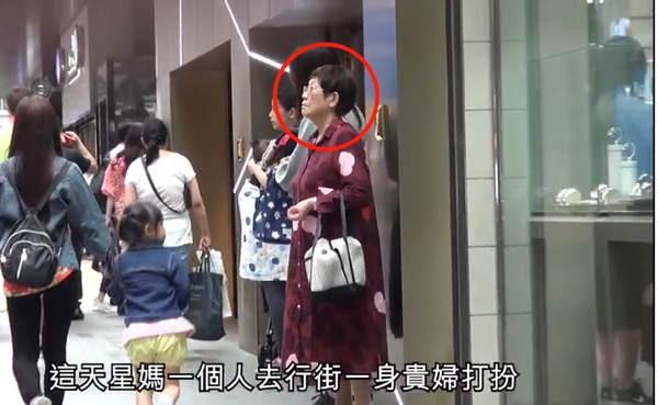 Châu Tinh Trì bị mỉa mai vì tài sản nghìn tỷ vẫn để mẹ mua đồ giá rẻ ảnh 1