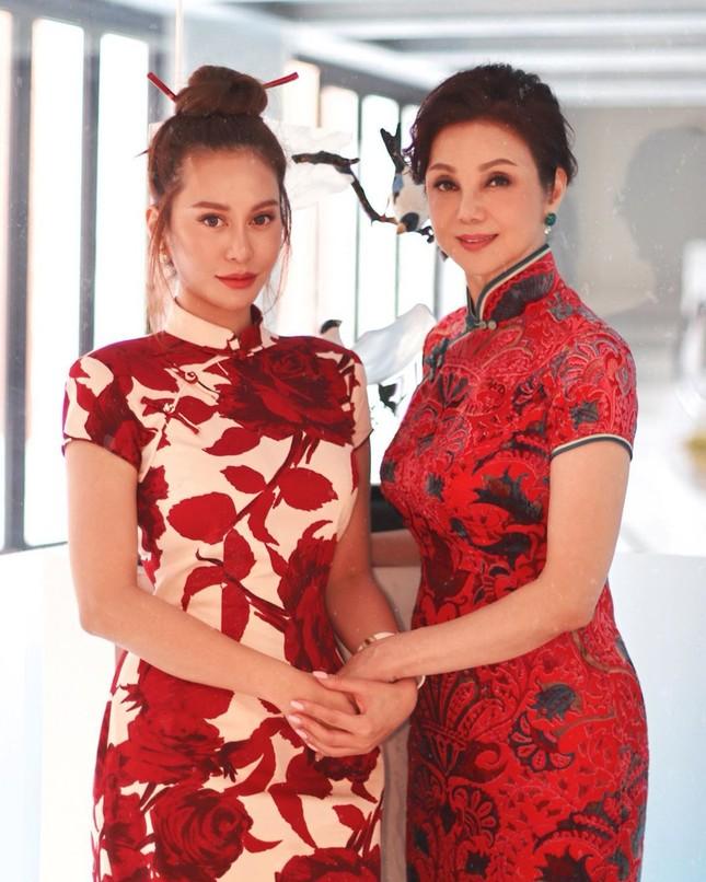Vẻ nóng bỏng, sang chảnh của ái nữ 'trùm' giải trí Hong Kong ảnh 2
