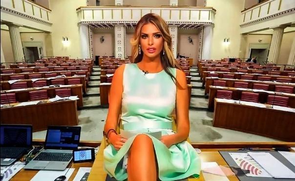 Ngoại hình 'bốc lửa' của người mẫu Playboy tuyên bố tranh cử Tổng thống Croatia ảnh 1