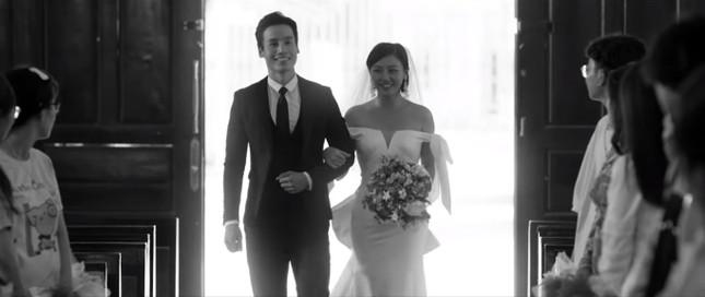 Hậu 'lừa' cưới, Văn Mai Hương 'khóa môi' Đồng Ánh Quỳnh đắm đuối gây sốc ảnh 1