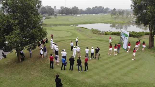 Golfer Bảo Long phát bóng khai mạc Tiền Phong Golf Championship 2019 ảnh 9