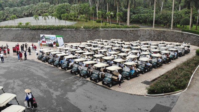 Golfer Bảo Long phát bóng khai mạc Tiền Phong Golf Championship 2019 ảnh 3