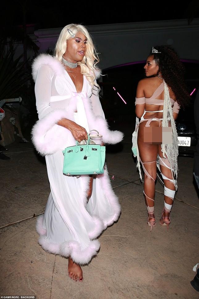 Dàn mỹ nhân diện nội y xuyên thấu dự tiệc Halloween của Paris Hilton ảnh 8