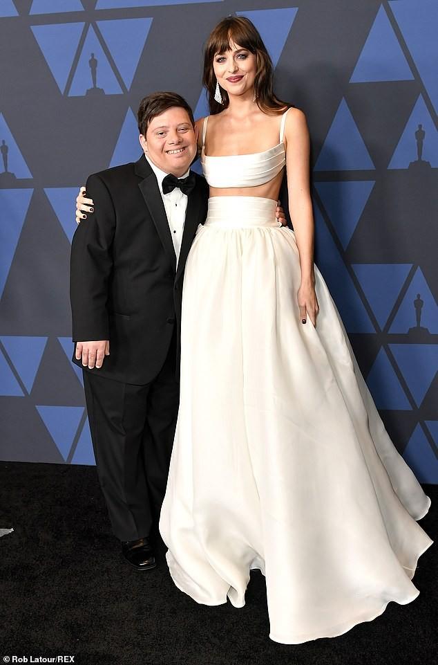 Mỹ nhân '50 sắc thái' Dakota Johnson diện váy hai mảnh đẹp hút hồn ảnh 7