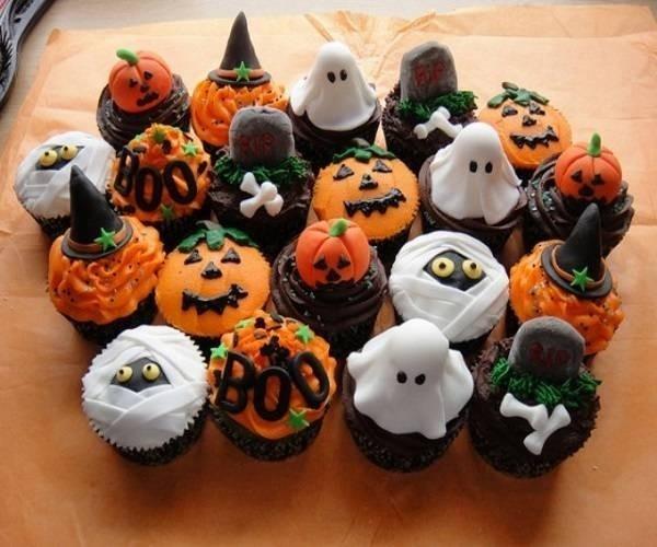 Món nào sau đây không phải món ăn truyền thống dịp Halloween?