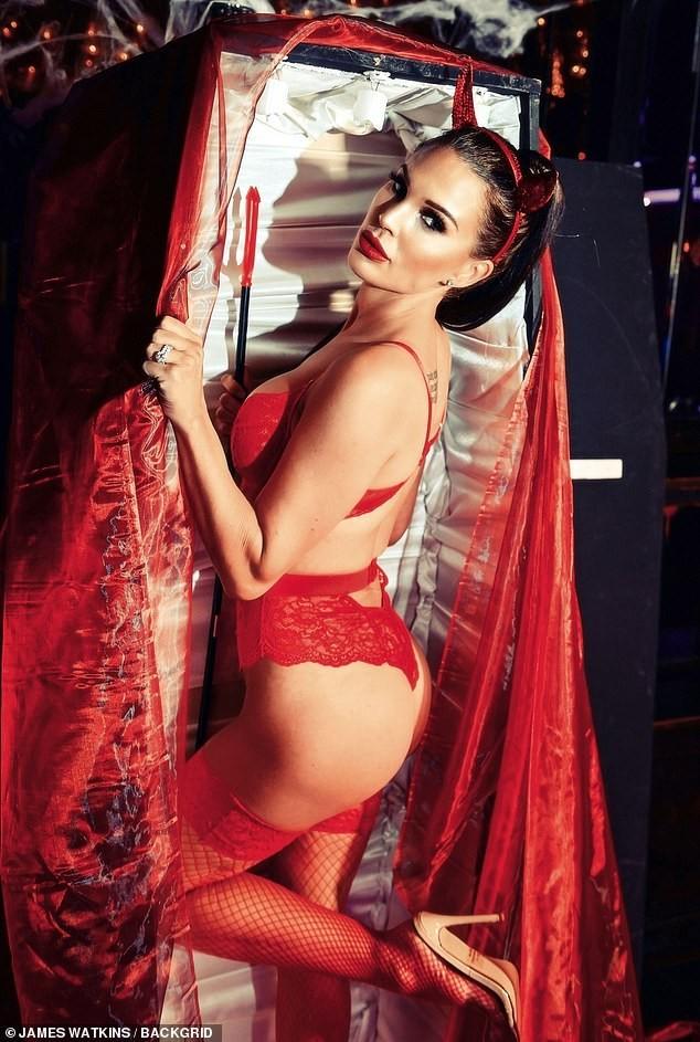Cựu Hoa hậu Anh tự tin diện nội y ren hoá 'quỷ đỏ' hậu phẫu thuật thẩm mỹ ảnh 2