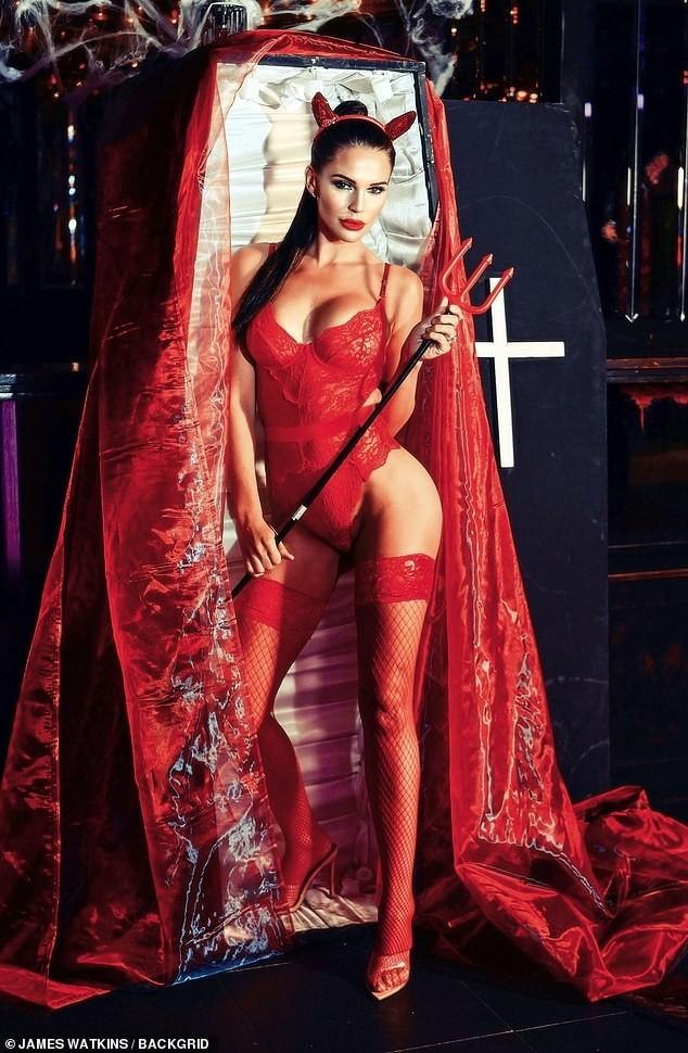 Cựu Hoa hậu Anh tự tin diện nội y ren hoá 'quỷ đỏ' hậu phẫu thuật thẩm mỹ ảnh 3