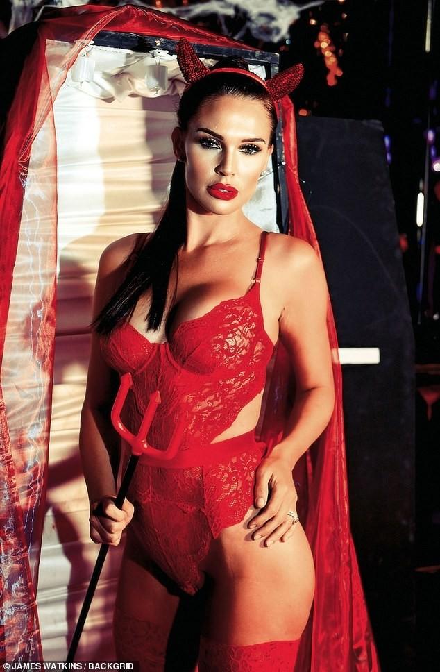 Cựu Hoa hậu Anh tự tin diện nội y ren hoá 'quỷ đỏ' hậu phẫu thuật thẩm mỹ ảnh 5