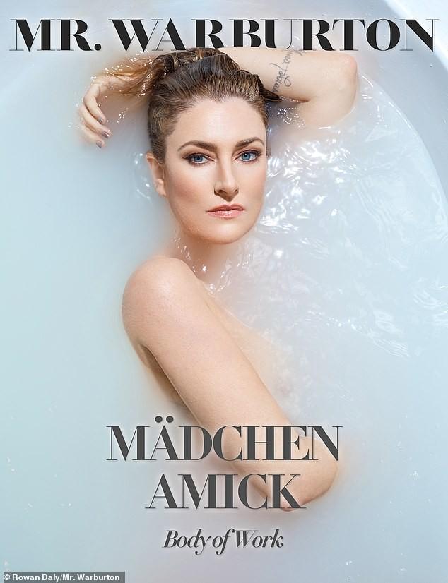 Mädchen Amick tự tin bán nude khoe vóc dáng nuột nà khó tin tuổi 50 ảnh 1