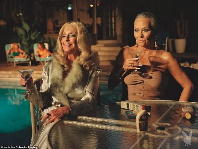 Loạt cựu mẫu Playboy tái xuất trong một khung hình, U70 vẫn tự tin khoả thân ảnh 5