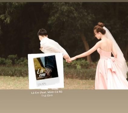 Bạn gái cầu thủ Phan Văn Đức tung ảnh cưới giấu mặt chú rể ảnh 2