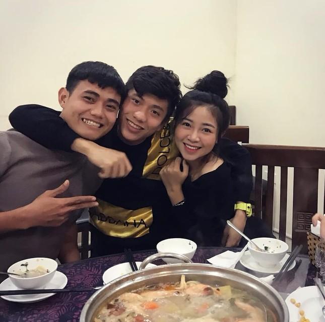 Bạn gái cầu thủ Phan Văn Đức tung ảnh cưới giấu mặt chú rể ảnh 6