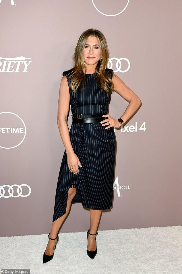 Brad Pitt ở bên vợ cũ Jennifer Aniston vào dịp sinh nhật, Giáng sinh ảnh 2