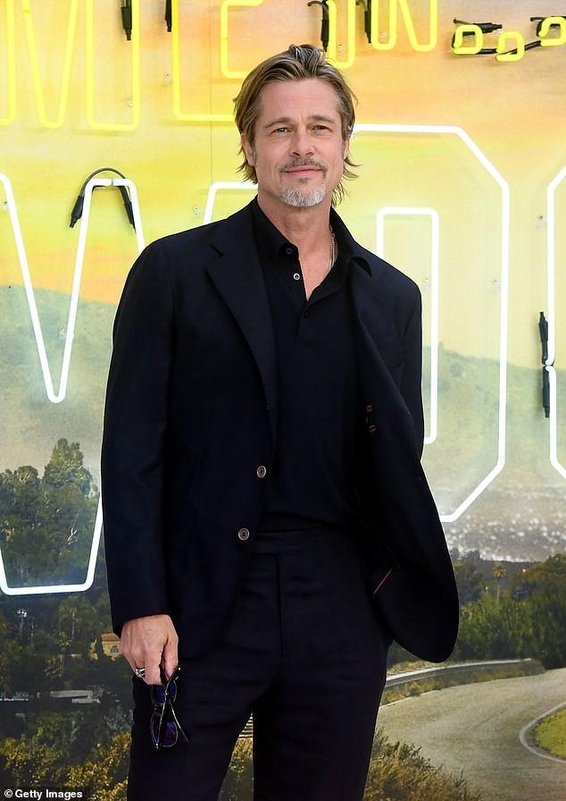 Brad Pitt ở bên vợ cũ Jennifer Aniston vào dịp sinh nhật, Giáng sinh ảnh 3