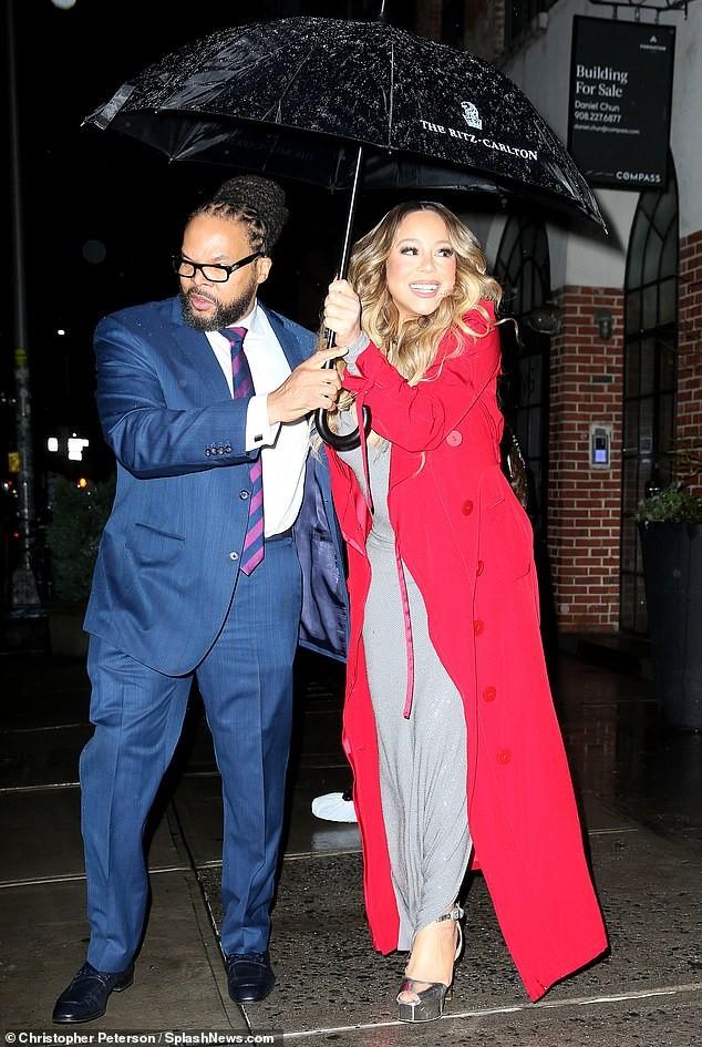 Mariah Carey 'bốc lửa' mừng tuổi 25 của All I Want For Chirstmas Is You ảnh 8