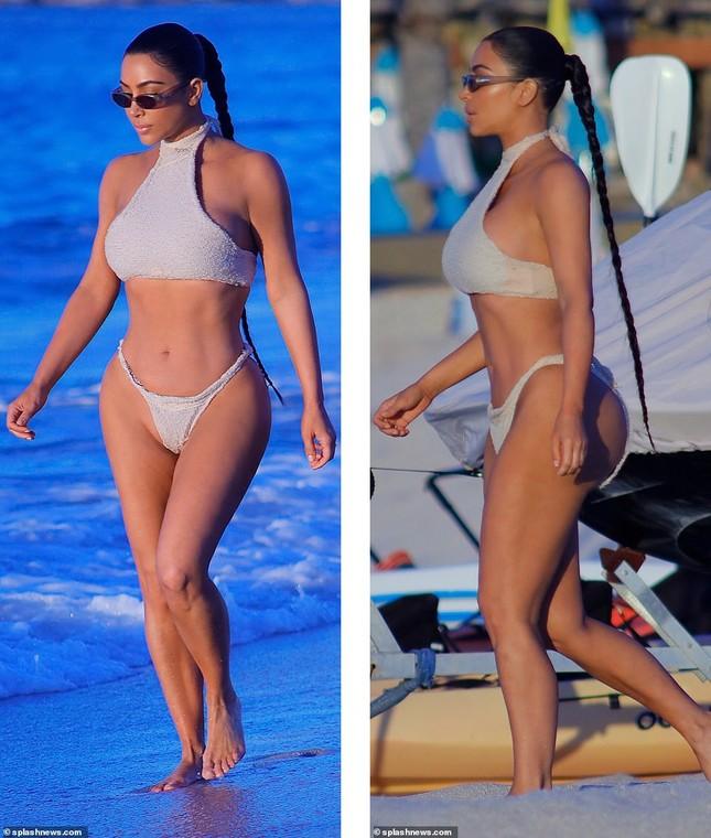Kim Kardashian khoe 'siêu vòng ba' với bikini hai mảnh, lộ vùng nhạy cảm ảnh 4