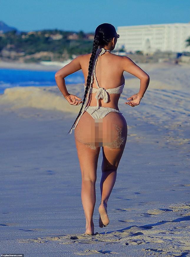 Kim Kardashian khoe 'siêu vòng ba' với bikini hai mảnh, lộ vùng nhạy cảm ảnh 5