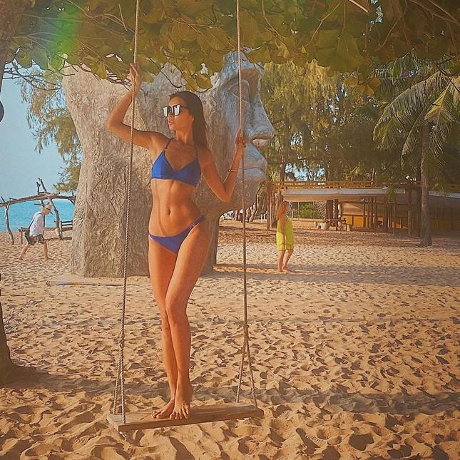 Minh Tú tung ảnh bikini 'bỏng rẫy', công khai 'thả thính' ngày cuối năm ảnh 2