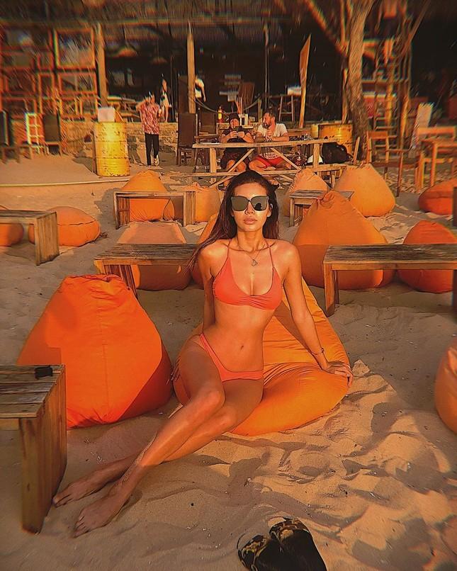 Minh Tú tung ảnh bikini 'bỏng rẫy', công khai 'thả thính' ngày cuối năm ảnh 4