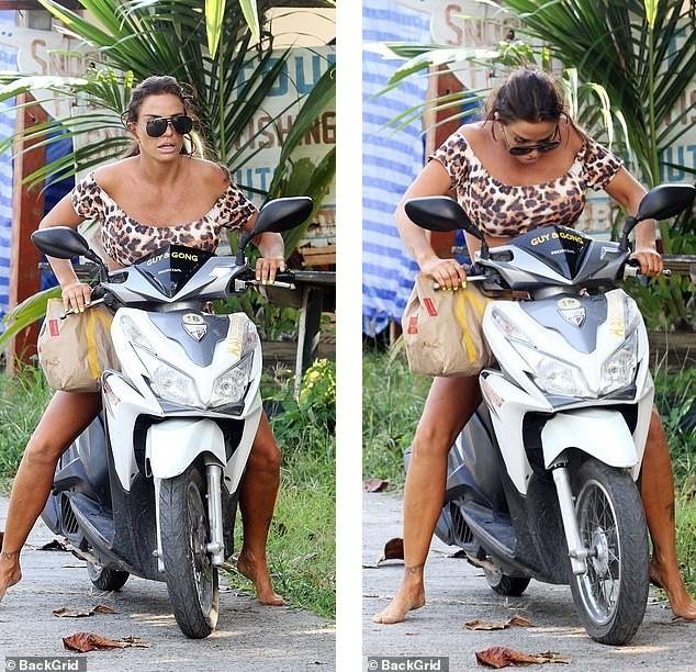 Katie Price mặc bikini, chân trần 'cưỡi' xe máy đi mua đồ ăn nhanh ảnh 6