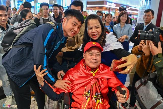 U23 Việt Nam được người hâm mộ chào đón sau thất bại ảnh 1