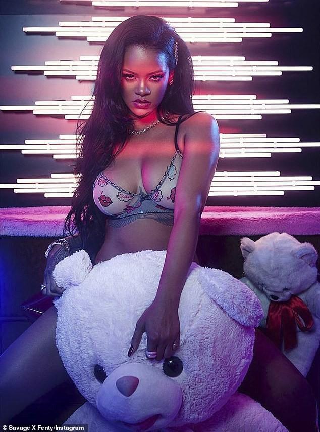 Rihanna tung bộ ảnh nội y 'nóng bỏng mắt' đón Valentine ảnh 2