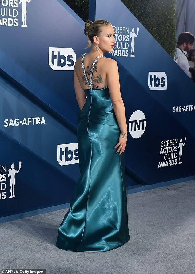 Scarlett Johansson diện đầm 'xẻ ngực, hở lưng' khoe hình xăm ảnh 5