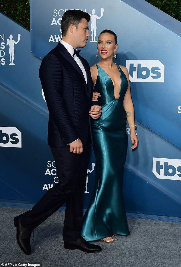 Scarlett Johansson diện đầm 'xẻ ngực, hở lưng' khoe hình xăm ảnh 6