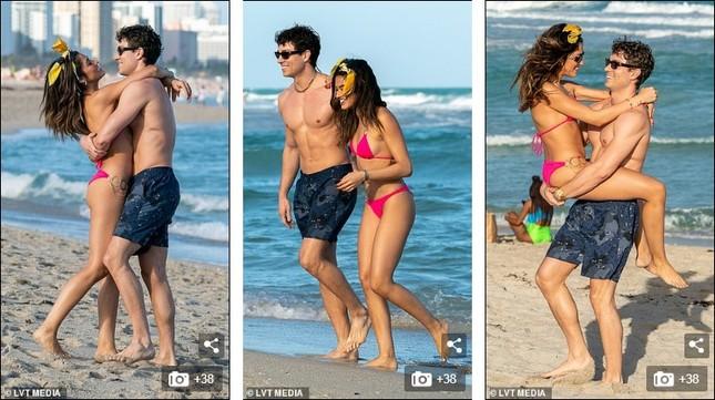 Sao truyền hình Anh hôn đắm đuối bạn gái người mẫu 'bốc lửa' trên bãi biển ảnh 3
