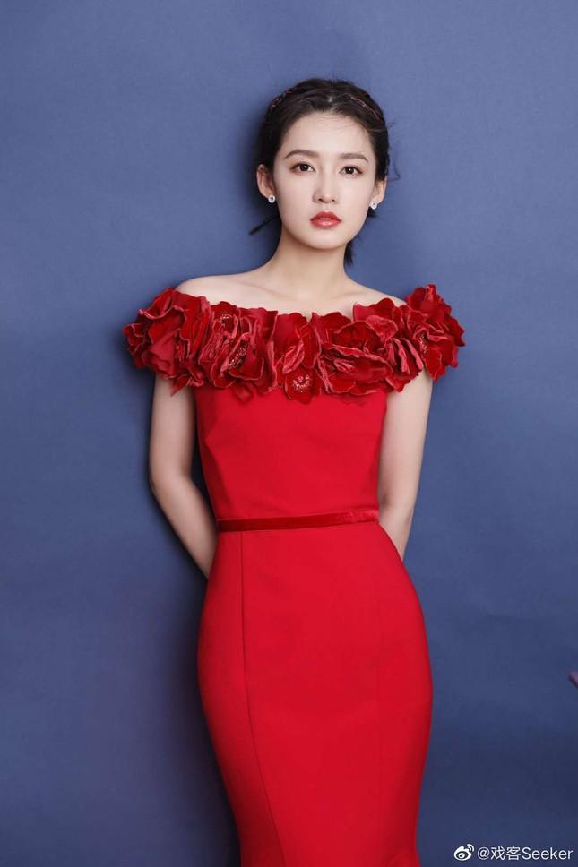 Dàn mỹ nhân Hoa ngữ 'mỗi người một vẻ' rực rỡ trong sắc đỏ ảnh 9